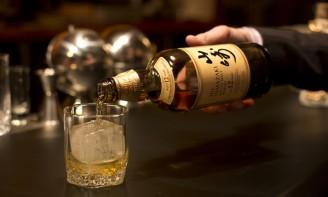 raising-glass-japanese-whisky-1170x706